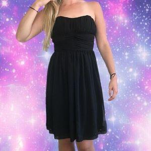 🖤 Flowy Black Strapless Dress